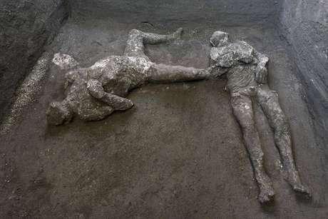 Dois corpos intactos são encontrados em Pompeia