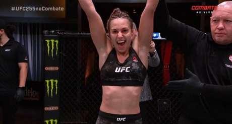 Antonina Shevchenko faturou o bônus de 'Performance da Noite' no UFC 255 (Foto: Reprodução/Combate)