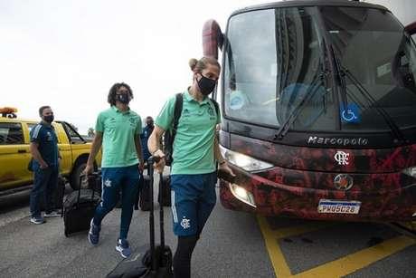 Filipe Luís viaja após se recuperar de lesão muscular (Foto: Alexandre Vidal/CRF)