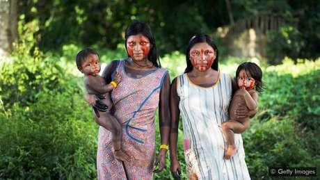A defesa dos direitos dos povos indígenas é fundamental para a proteção de alguns habitats naturais de maior biodiversidade do mundo, como a Amazônia brasileira