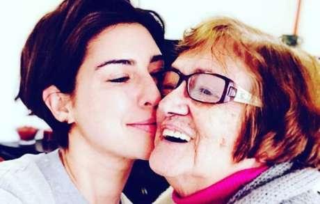 Fernanda Paes Leme ao lado de sua avó