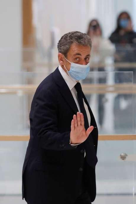 Ex-presidente francês Nicolas Sarkozy deixa corte após interrupção de julgamento 23/11/2020 REUTERS/Charles Platiau