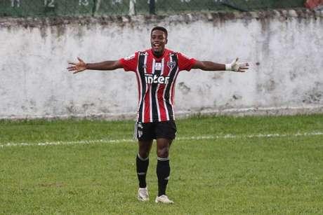 Victor Hugo fez o quinto gol do São Paulo na goleada por 5 a 1 sobre o Santos (Foto: Henrique Barreto)