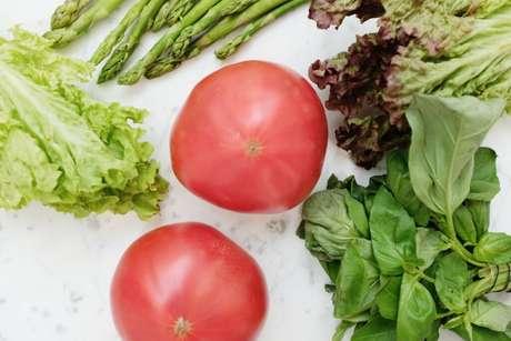 Guia da Cozinha - Você sabe limpar os alimentos? Aprenda a higienizar frutas e legumes