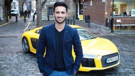 Adnan começou a escrever sobre carros potentes depois de perder dinheiro para um falso vendedor de iPod na internet