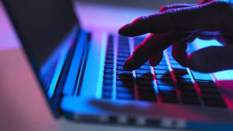 Adnan diz que ter uma vida digital costumava ser visto como 'um pouco obscuro'