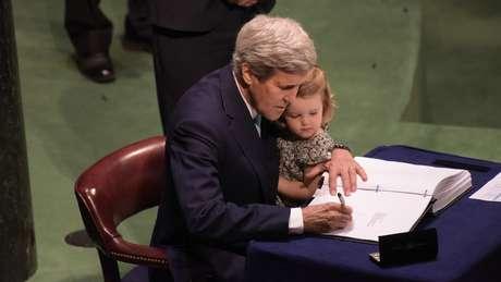 John Kerry assinou o acordo de Paris sobre as mudanças climáticas em 2016