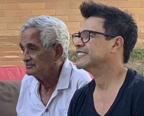 Zezé di Camargo e o pai Francisco, que morreu aos 83 anos de idade nesta segunda-feira