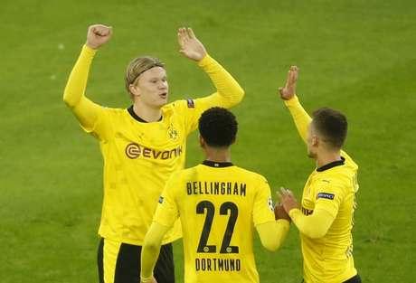 Haaland tem 17 gols em 13 partidas na temporada pelo Borussia Dortmund (Foto: LEON KUEGELER / AFP)