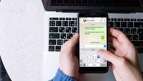 Caracteres especiais no teclado do celular. (Imagem: Cottonbro/Pexels)