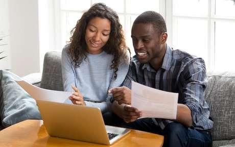 Finanças do casal: dicas de especialistas para organizar seu dinheiro