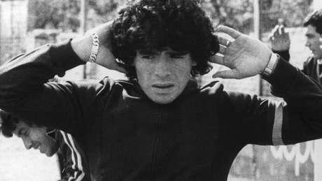 Diego Armando Maradona em 1977, quando defendia o Argentinos Juniors