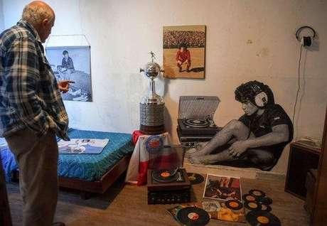 O museu 'Casa de Dios', apartamento onde Maradona viveu, está localizado no bairro de La Paternal, que pertence ao ex-diretor do clube, Alberto Pérez