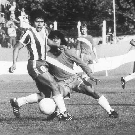 Muitos dizem ter assistido à primeira partida de Maradona como profissional