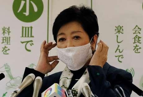 Governadora de Tóquio, Yuriko Koike, durante entrevista coletiva em Tóquio 25/11/2020 REUTERS/Kim Kyung-Hoon