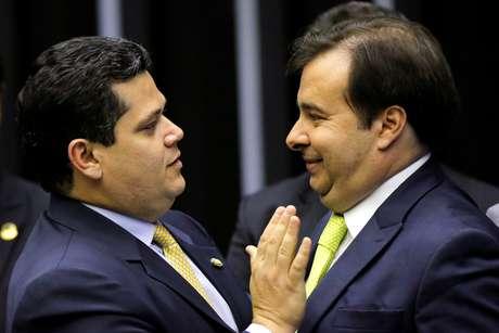 Alcolumbre e Maia se cumprimentam no início do ano legislativo de 2020 03/02/2020 REUTERS/Adriano Machado