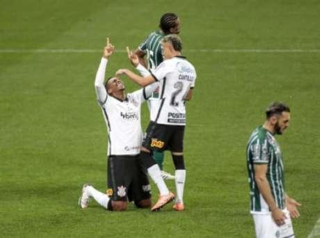 Jô marcou contra o Coxa no 1º turno (Foto: Rodrigo Coca/Ag. Corinthians)
