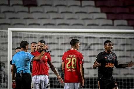 Primeiro duelo entre Benfica e Rangers não faltou emoção (PATRICIA DE MELO MOREIRA / AFP)