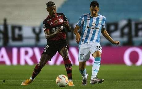 Bruno Henrique em ação pelo Flamengo (Foto: AFP)