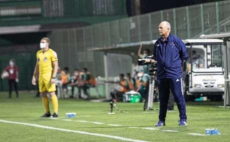Felipão viu seu time mais organizado e concentrado em campo diante da Chape-(Igor Sales/Cruzeiro)