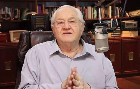 Boris Casoy comanda diariamente o Jornal do Boris, em que dá sua opinião sobre as notícias do dia