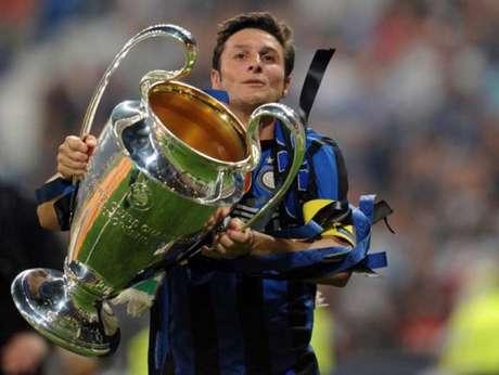 Javier Zanetti foi o líder de uma geração vitoriosa da Inter de Milão (Foto: CHRISTOPHE SIMON / AFP)