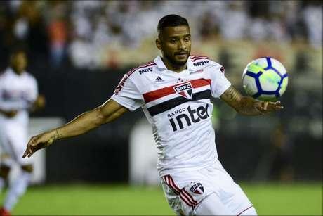 Reinaldo desabafou contra a arbitragem no empate contra o Ceará (Foto: Celso Pupo/Fotoarena/Lancepress!)