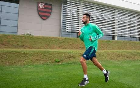 O lateral-direito Maurício Isla em treinamento no Ninho do Urubu (Foto: Alexandre Vidal/Flamengo)