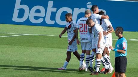 Vasco vem atuando com três zagueiros nas últimas semanas (Maurício Rummens / Fotoarena / Agência Lancepress!)