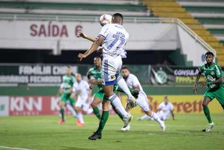 A Raposa vem de grande resultado, fora de casa, contra a líder Chapecoense e sonha em emendar uma sequência positiva na Série B-(Igor Sales/Cruzeiro)