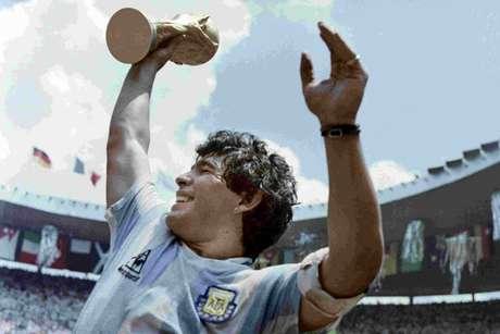 Maradona foi campeão do mundo com a Argentina em 1986 (Divulgação/AFP PHOTO)