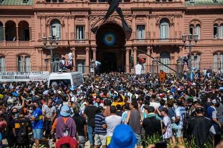 Oposição afirma que cerimônia favoreceu disseminação da Covid-19