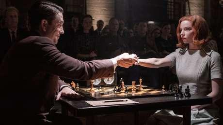 'O Gambito da Rainha' mostra façanhas da fictícia Beth Harman, uma prodígio do xadrez dos anos 1960