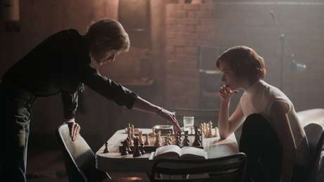 "Susan Polgar diz que os jogadores de xadrez do sexo masculino da série Netflix eram ""quase bons demais para ser verdade"""