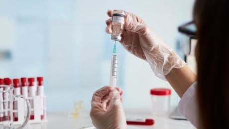 A vacina de Oxford/AstraZeneca é feita a partir de um vetor viral não-replicante, uma tecnologia absolutamente nova