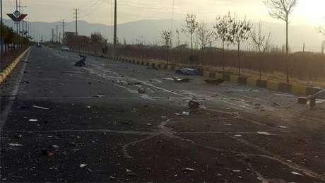 Entre as imagens divulgadas estavam os restos de um veículo que teria sido detonado perto do carro de Fakhrizadeh