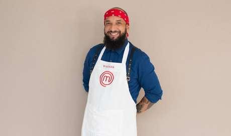 Aos 31 anos de idade, Wagner é formado como técnico de enfermagem e trabalha com eventos corporativos. Sonha em se tornar chef de cozinha.