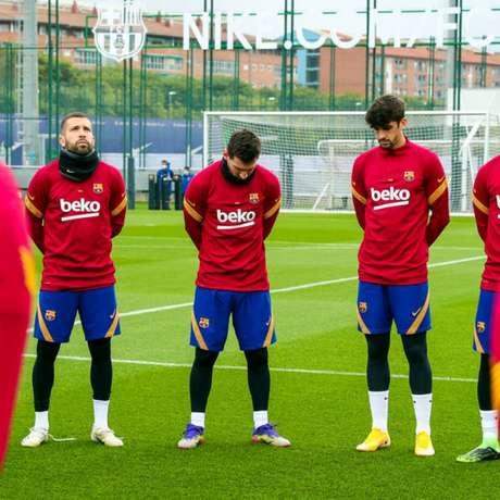 Jogadores do Barça prestam homenagem a Maradona - Divulgação Barcelona