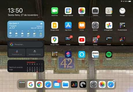 iPadOS ainda foca no uso com toque, mesmo com o Magic Keyboard conectado (Imagem: reprodução)