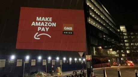 """""""Make Amazon Pay"""" projetado em prédio da empresa em Londres (Imagem: Reprodução/GMB Union)"""