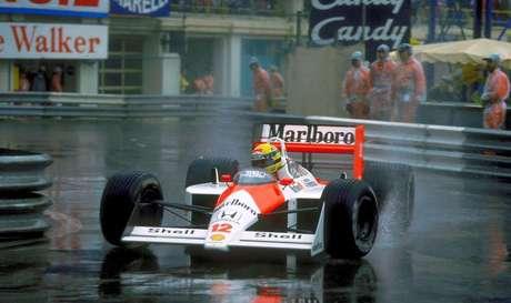Ayrton Senna, gigante na chuva: não é preciso compará-lo toda hora com os novos mitos.