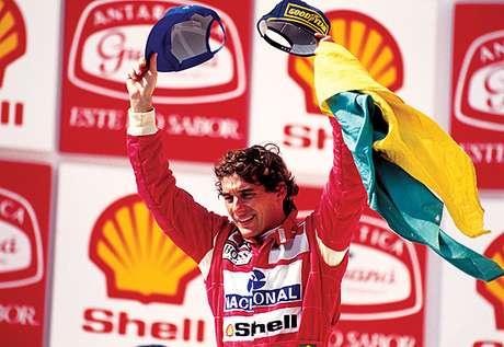 Senna morreu em 1994, mas é sempre lembrado quando alguém brilha no mundo do esporte.