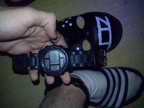 O hacker Zambrius enviou à reportagem imagem em que aparece uma tornozeleira eletrônica