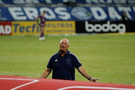 Felipão se irrita durante primeira vitória no comando do Cruzeiro
