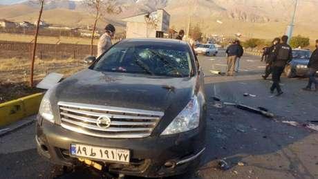 Imagem da TV estatal iraniana mostra cena da emboscada contra Mohsen Fakhrizadeh-Mahabadi
