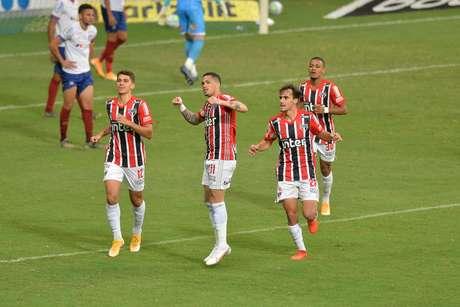Luciano comemora gol contra o Bahia