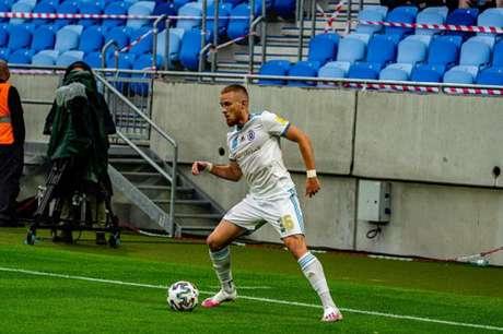 Lucas Lovat em ação pelo Slovan (Foto: Divulgação)