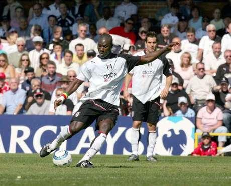 Papa Diop em ação pelo Fulham, da Inglaterra (Foto: Divulgação / Fulham)