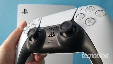 PS5 e o DualSense (Imagem: Vivi Werneck/Tecnoblog)