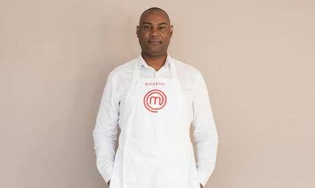 Ricardo é gestor de segurança e tem 53 anos. Cozinha nos fins de semana, principalmente carnes e frutos do mar.